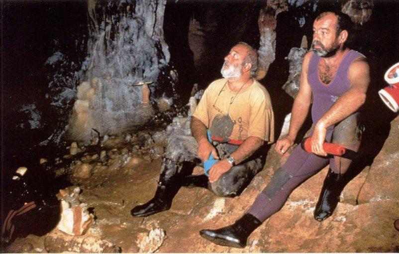 Пещера под водой