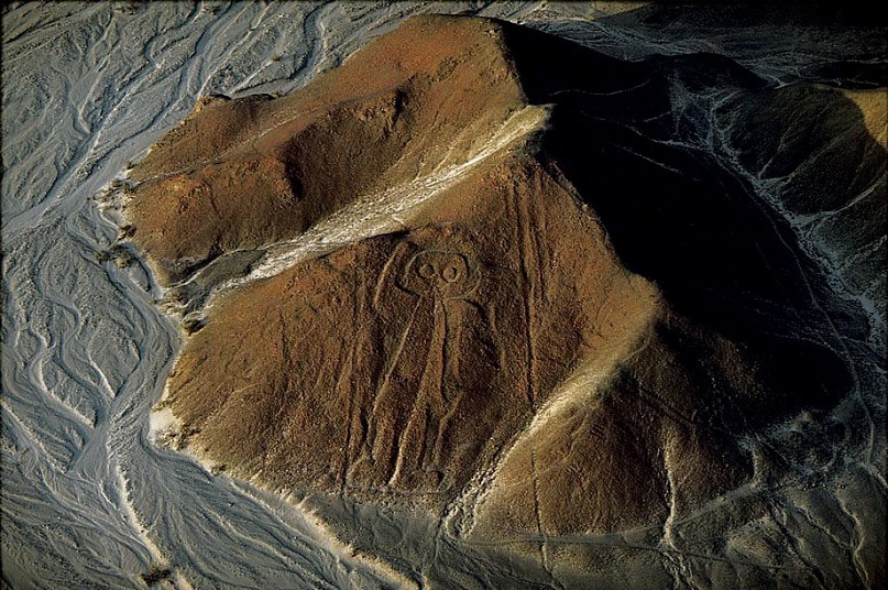 Космонавт на плато Наска