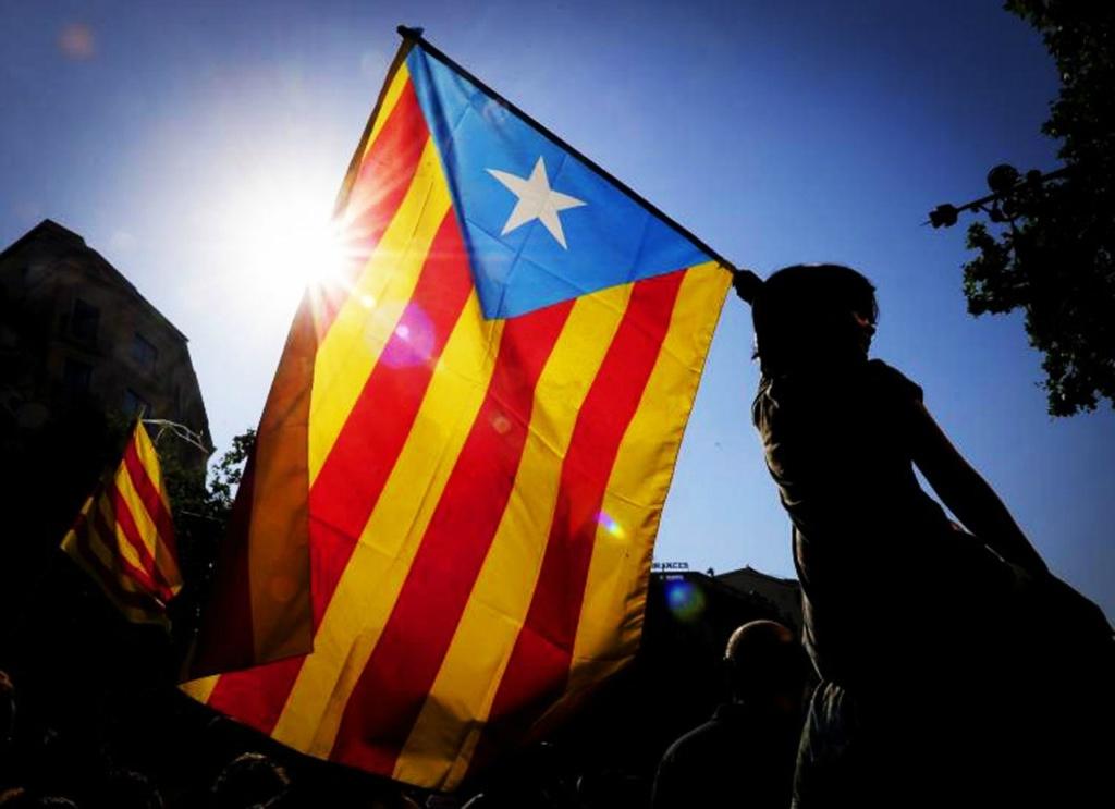 """Главный символ """"Движения за независимость"""" — национальный флаг Эстелада."""